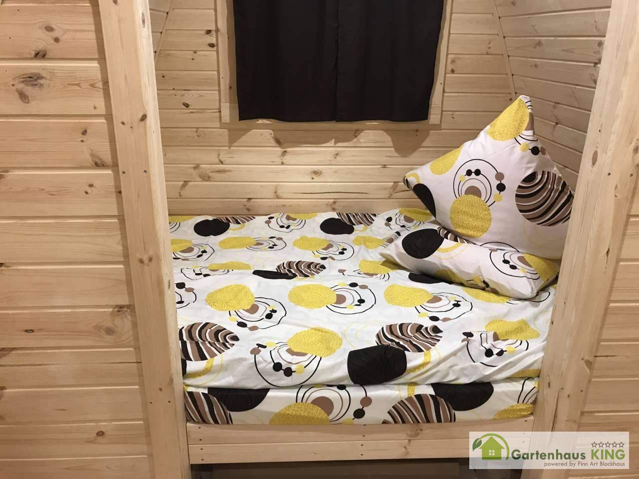 Camping Pod Luxury Seiteneingang 240x600 isoliert