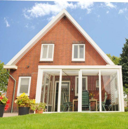 Gartenzimmer Easy mit Schiebetür und Polycarbonat Dacheindeckung