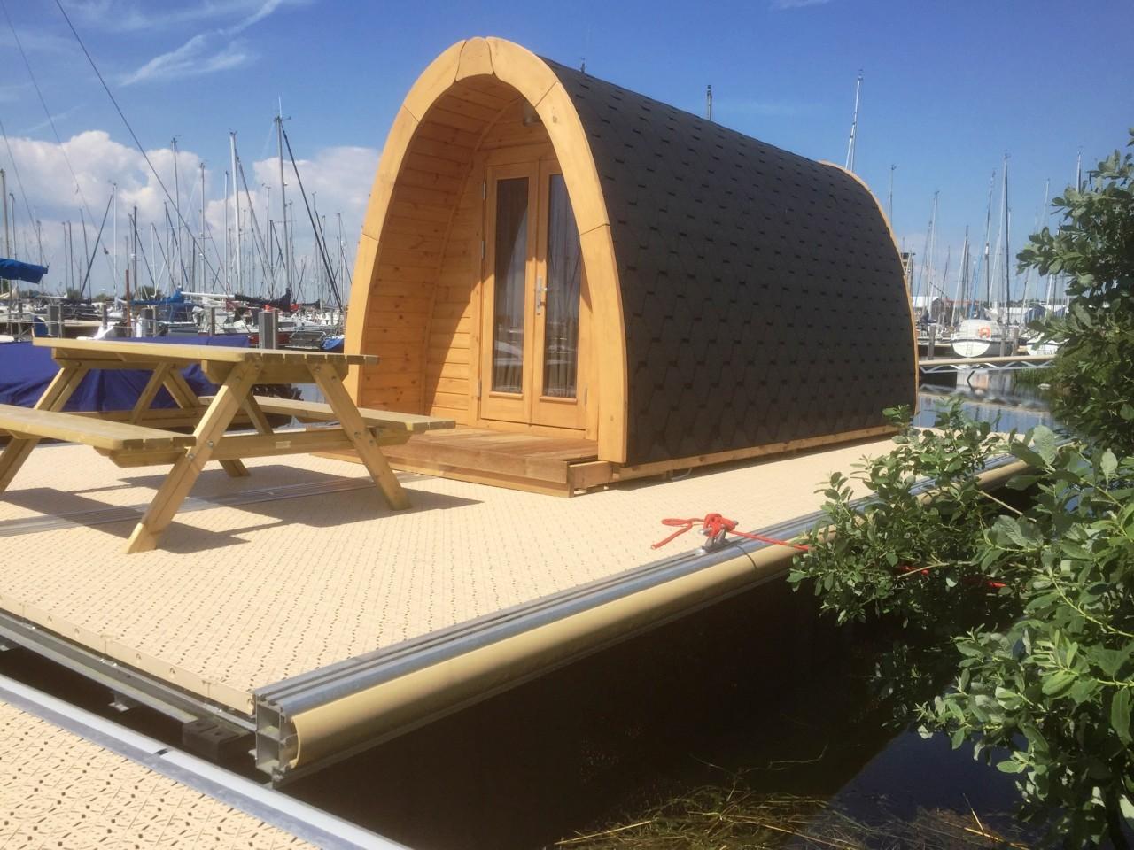 Camping Pod Luxury 240x400 isoliert